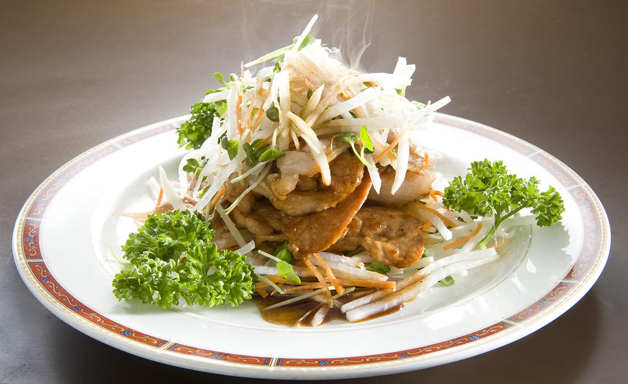 豚肉のカリカリ焼きと大根サラダのポン酢和え